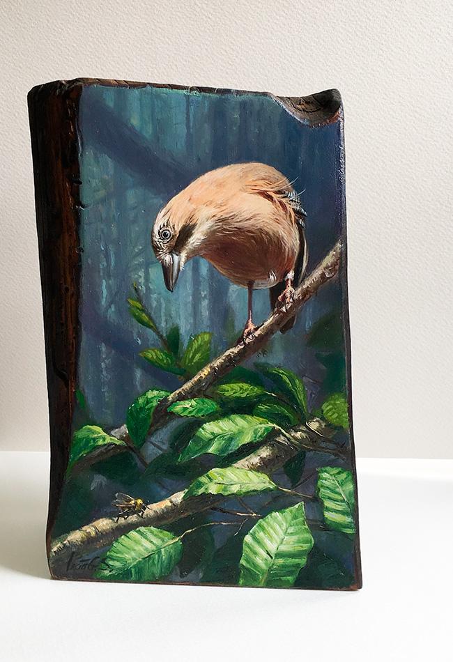 Arrendajo euroasiático / Eurasian jay / Garrulus glandarius – Óleo sobre bloques de madera / Oil painting on wooden block- 15 x 22,5 x 6,5 cm  – © Lucía Gómez Serra - PVP: 270 €